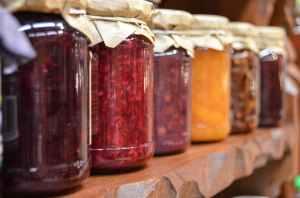 blur focus jam jars