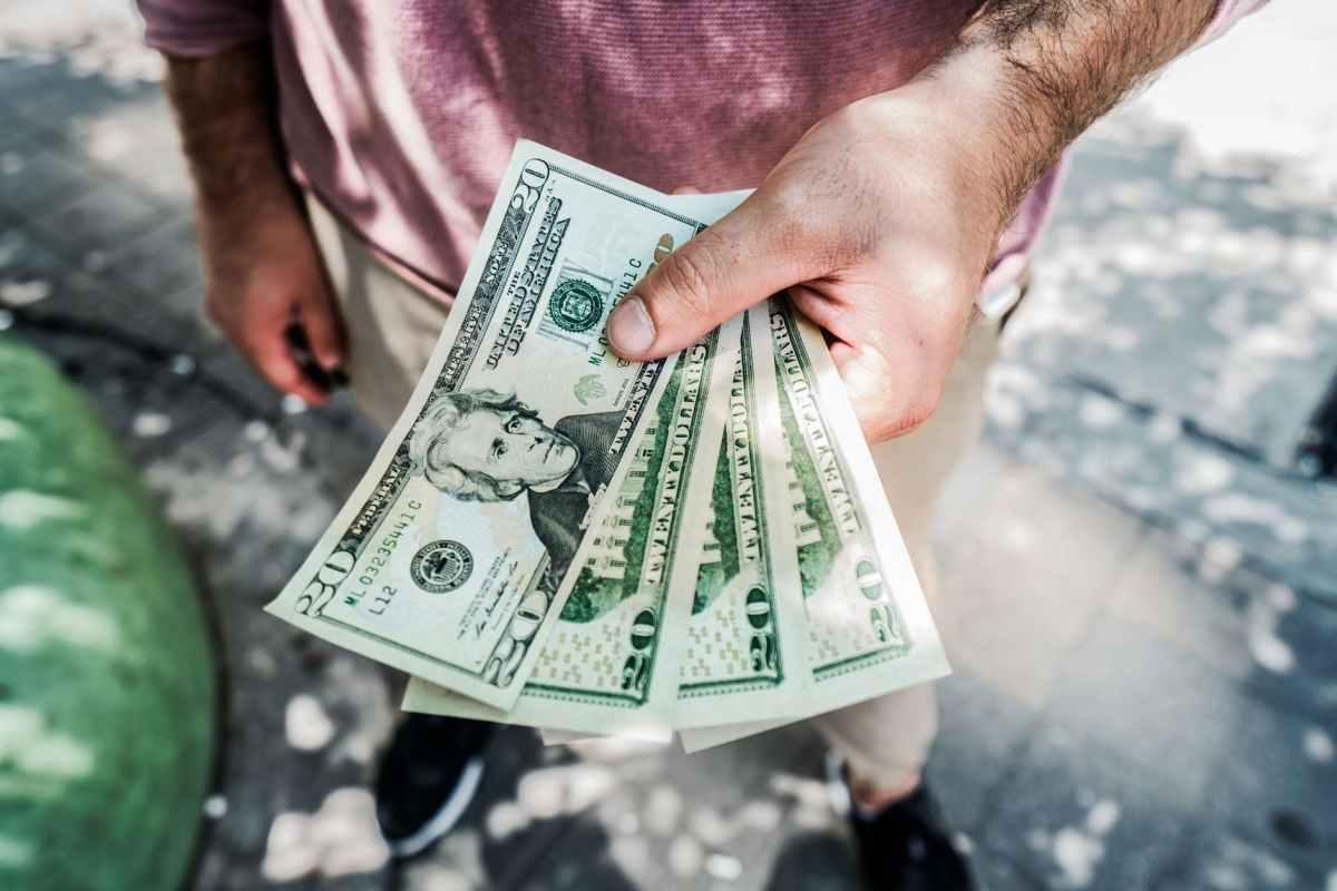 Pratique a caridade e tenha mais dinheiro